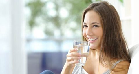 Uống nước chứa fluoride là cách dễ nhất để bảo vệ hàm răng của bạn