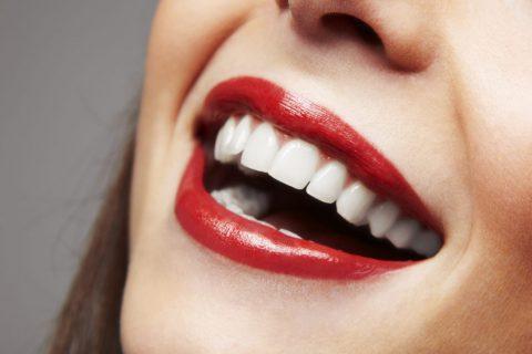 Răng ố vàng nên chọn son màu gì? Son màu đỏ