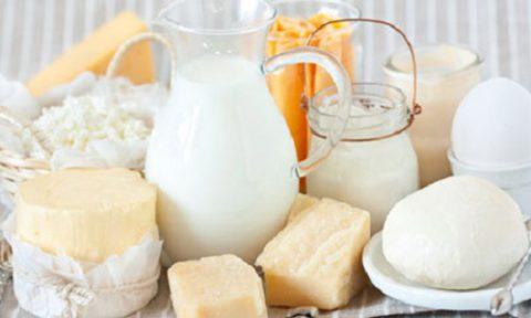 Các sản phẩm từ sữa và phô mai dễ tạo mảng bám gây hôi miệng
