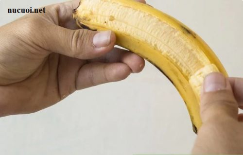 Cách làm trắng răng bằng vỏ chuối 3