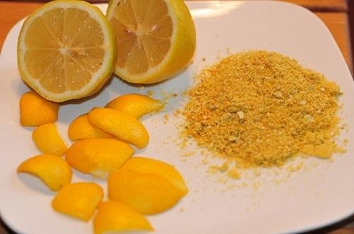 Tẩy mảng bám răng bằng baking soda + vỏ cam