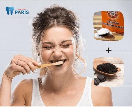 Cách làm trắng răng bằng than kết hợp với baking soda