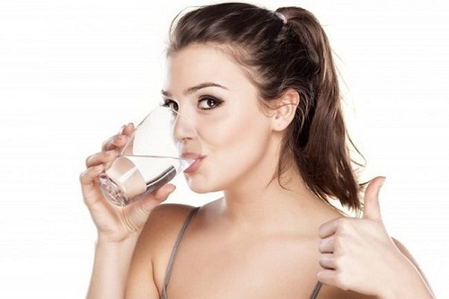 uống nước trước hay sau khi đánh răng